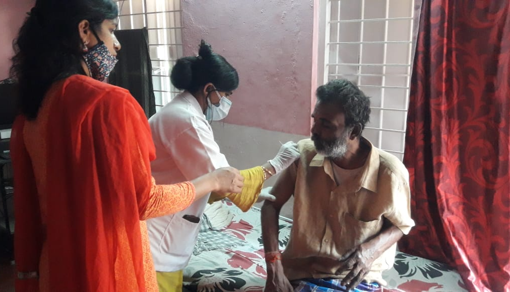 Help Felista save lives of Indian urban-poor senior citizens by providing ration, sanitization kits, and COVID-19 vaccination support