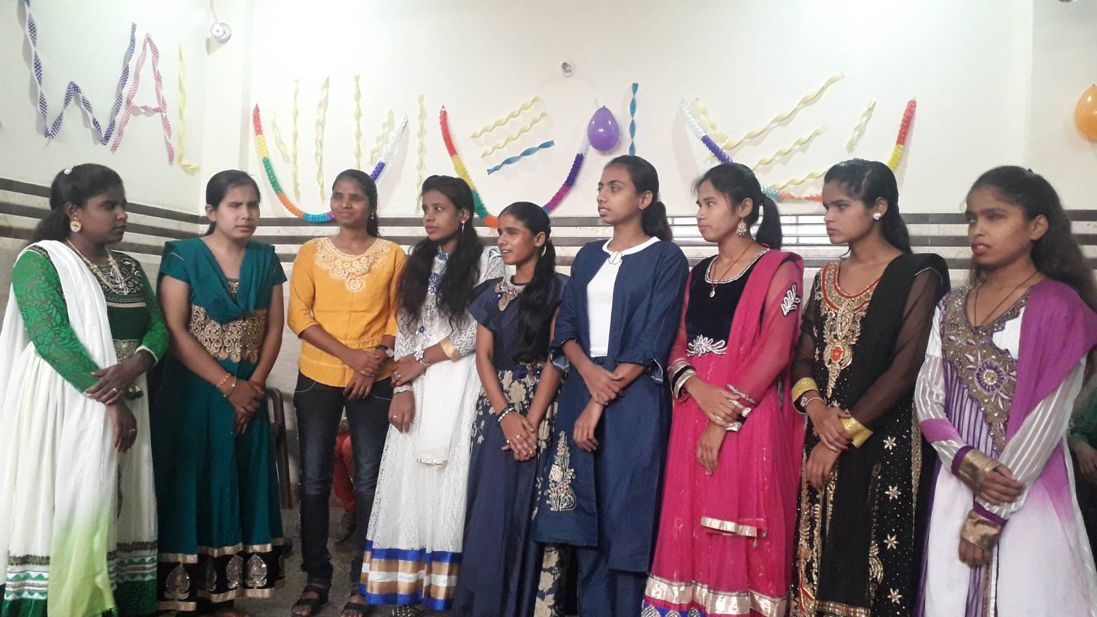 group soung sung by the visually impaired girls