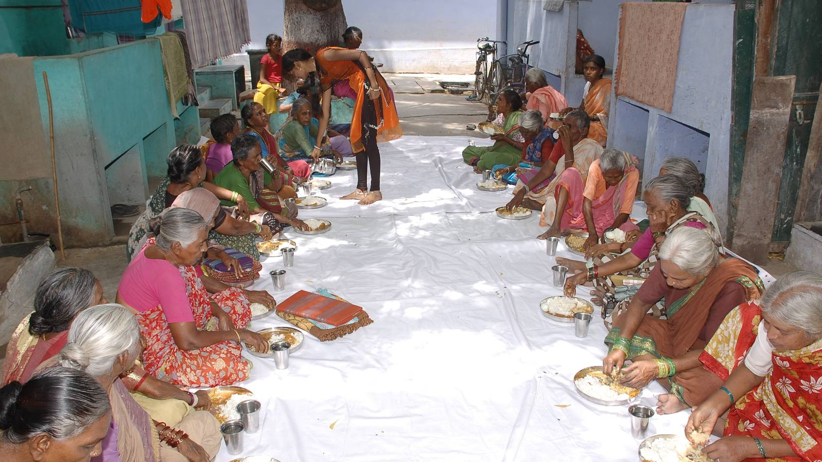 Donate Food for neglected Old Age People in India